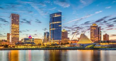 Milwaukee - abendlicher Blick auf die Stadt