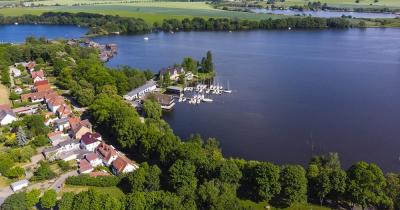 Müritz / Blick auf Röbel und den See Müritz
