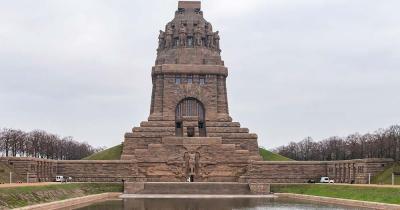 Völkerschlachtdenkmal - Blick über den See