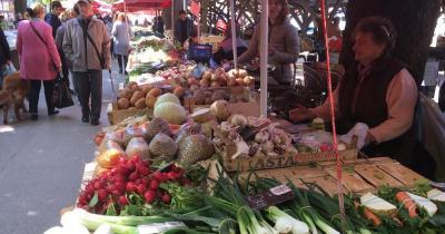 Stadt Markt Pula - Gemüsestand