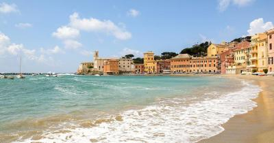 Saint Tropez - Beach with hotels