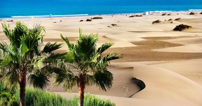 Gran Canaria - View over sand dune to the sea