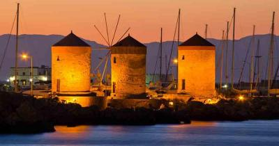 Rhodes - Picture on the port at night
