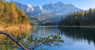 Den Herbst am Eibsee und Region erkunden - herbstlicher See