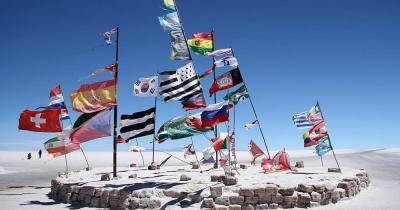 Der Salar de Uyuni - Der größte Salzsee der Welt - Flags