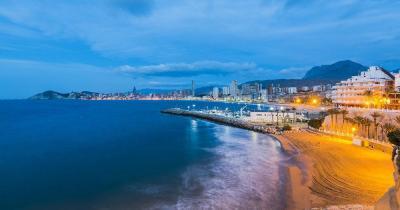 Costa Blanca - Abendliches Panorama von Alicante