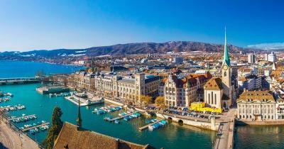 Zürich - Blick auf die Altstadt und den Zürichsee