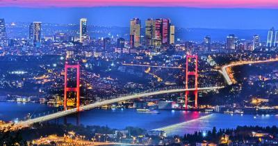 Istanbul - Skyline von Instabul mit Bosphorus Brücke