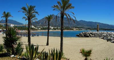 Marbella - Blick auf den Strand und Hafen