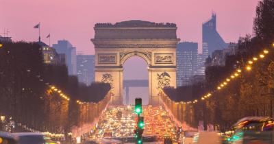 Paris - Blick auf die Arc of Triomphe