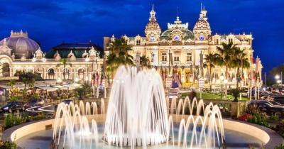 Monte-Carlo - Blick auf den Brunnen vor dem Casino
