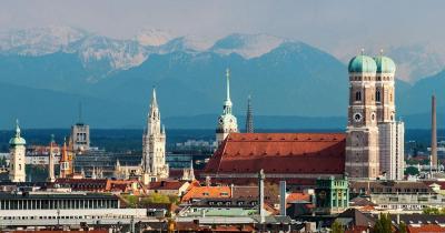 München - Skyline von München mit der Frauenkirche