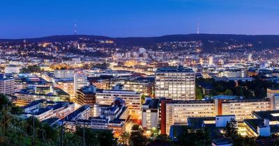 Stuttgart - Skyline von Stuttgart im Abendlicht
