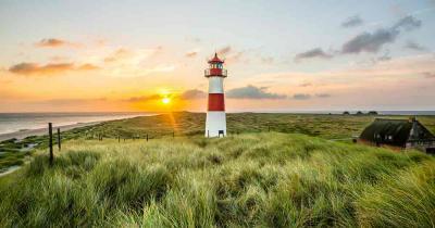 Norsee - Leuchtturm bei Sonnenaufgang