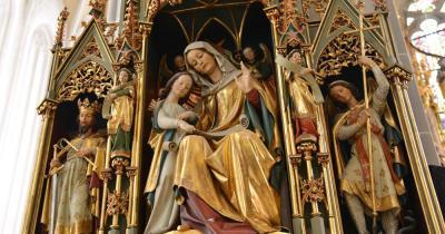 Kosice - Skulpturen in der Kathedrale