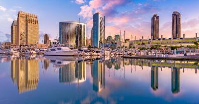 San Diego - Skyline spiegelt sich im Ozean