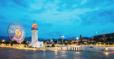 Batumi - Der Vergnügungspark im Abendlicht