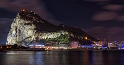 Gibraltar - Der Fels von Gibraltar bei Nacht