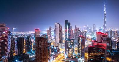 Dubai - Skyline bei Nacht mit burj khalifa