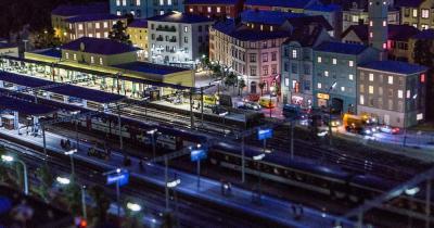 Miniatur Wunderland - Blick auf den Bahnhof am Abend