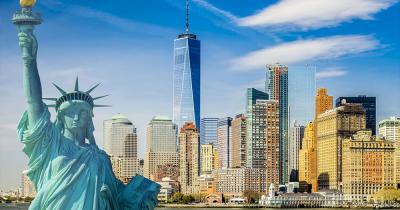 New York City - Die Freiheitstatue vor der Skyline von New York