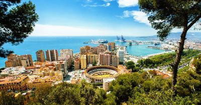 Malaga - Blick über Malaga mit Stierkampfarena