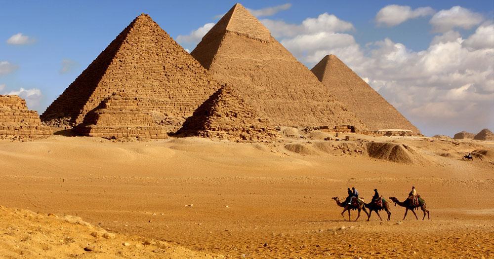 Pyramiden von Gizeh - mit Kamelreiter