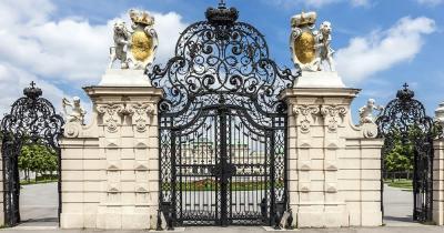 Schloss Belvedere - Portal