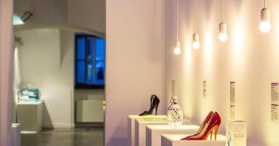 Museum der zerbrochenen Beziehungen - Ausstellung Schuhe