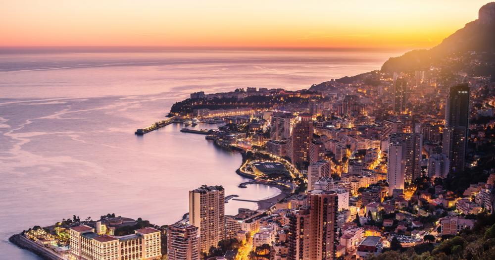 Monte-Carlo - Blick auf die Strandpromenade beim Sonnenuntergang