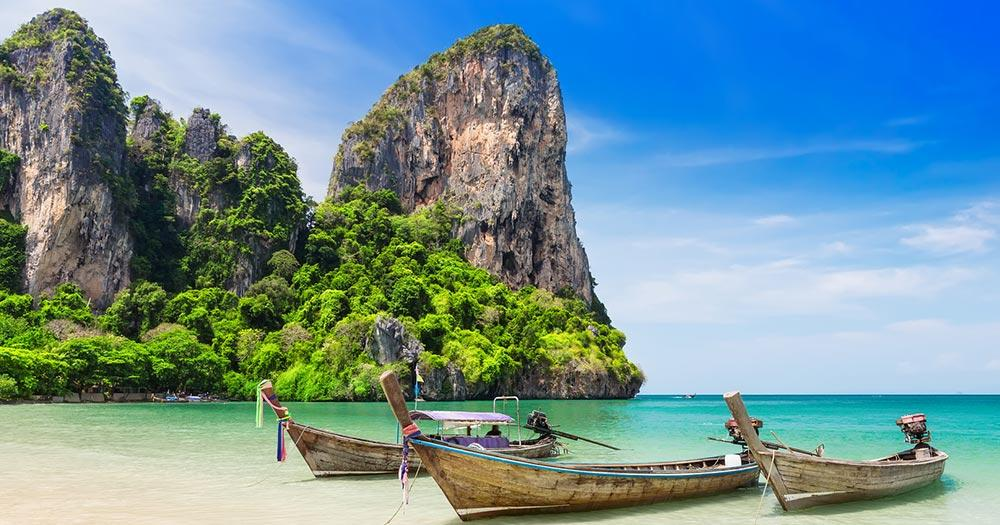 Ao Nang - traditionelle Boote am Strand