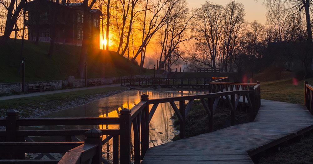 Kuldiga - Park im Sonnenuntergant