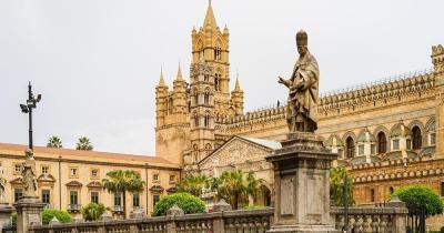 Kathedrale von Palma - Statuen davor