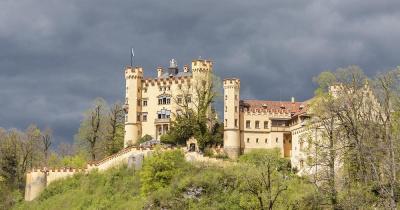 Schloss Hohenschwangau - Blick vom Fuss des Berges