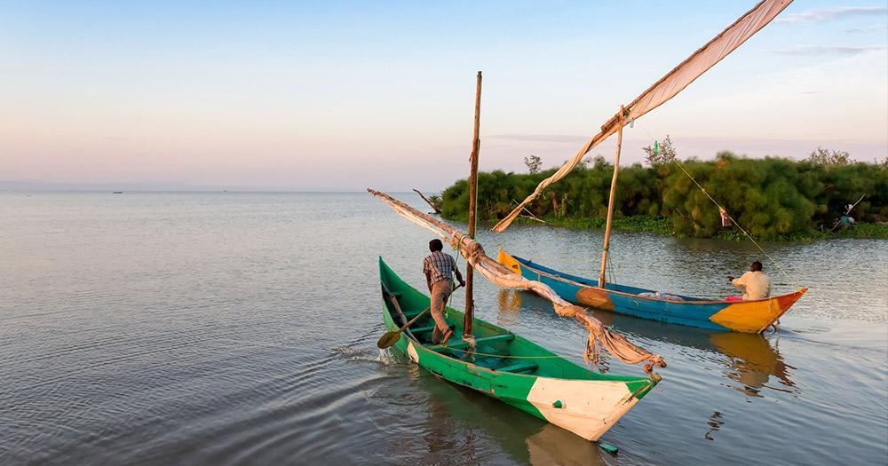 Victoriasee / Männer auf Booten am Victoriasee