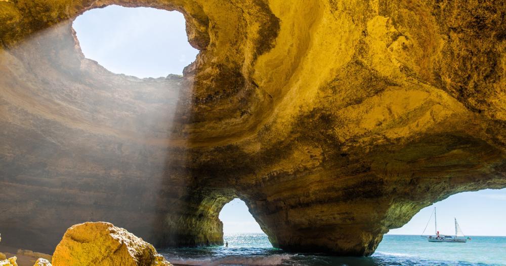 Algarve - Blick in die Benagil Höhlen