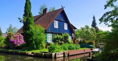Spreewald - Blaues Haus am Wasser