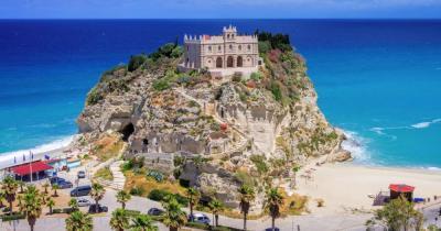 Kalabrien - Blick auf die Kirche von Tropea