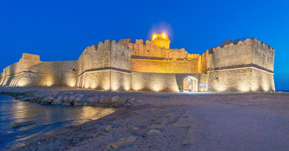 Kalabrien - Blick auf die Fortezza Aragonese in Le Castella