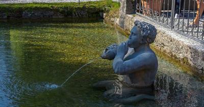 Zoo Salzburg Hellbrunn - Triton Statue