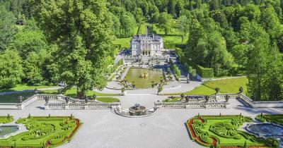 Schloss Linderhof / Fernaufnahme von Schloss Linderhof