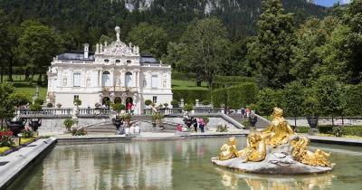Schloss Linderhof / Schloss Linderhof mit Brunnen