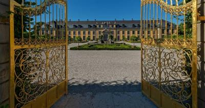 Herrenhäuser Gärten / Vergoldetes Tor aus Metall in den Herrenhäuser Gärten
