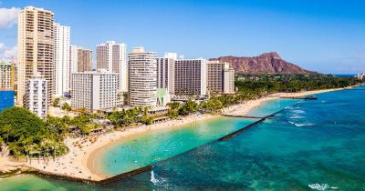 Waikiki Beach / Hotels und Gebäude am Waikiki Beach