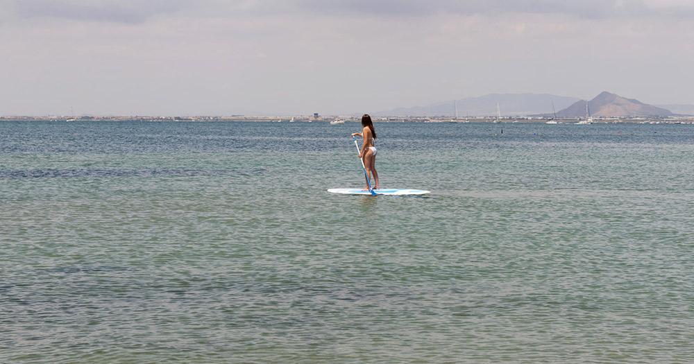 Mar Menor / Mädchen auf Stand Up Paddling