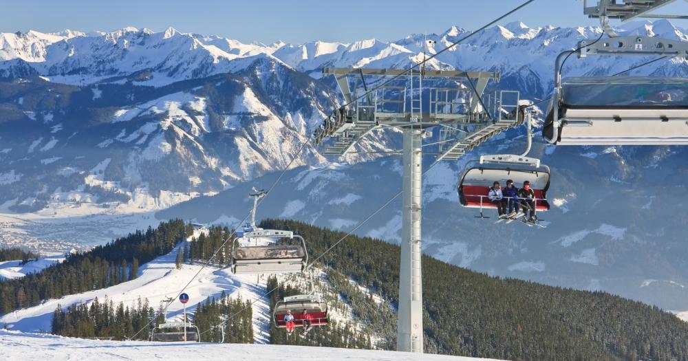 Zell am See - Blick auf einen Sessellift im Ski Resort