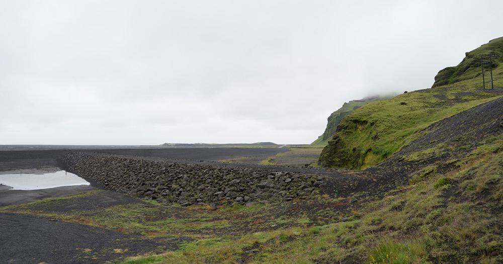 Vatnajökull-Nationalpark / Berglandschaft mit Wasserfällen im Vatnajökull-Nationalpark