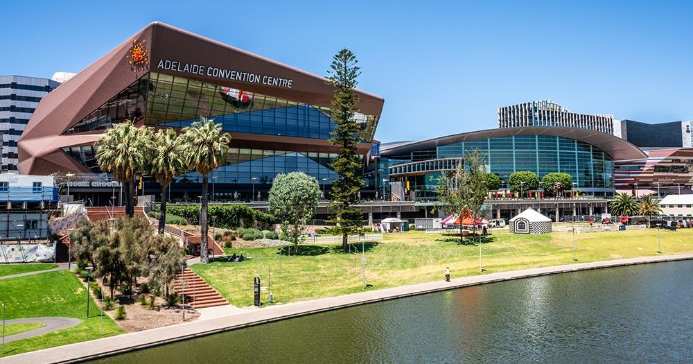Adelaide / Adelaide Convention Center am Flussufer