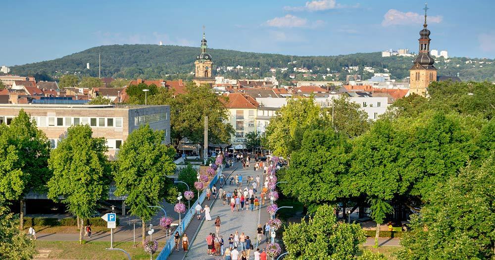 Saarbrücken /      Blick auf die Alte Brücke, Finanzamt, St. Johanner Markt und evangelische Kirche