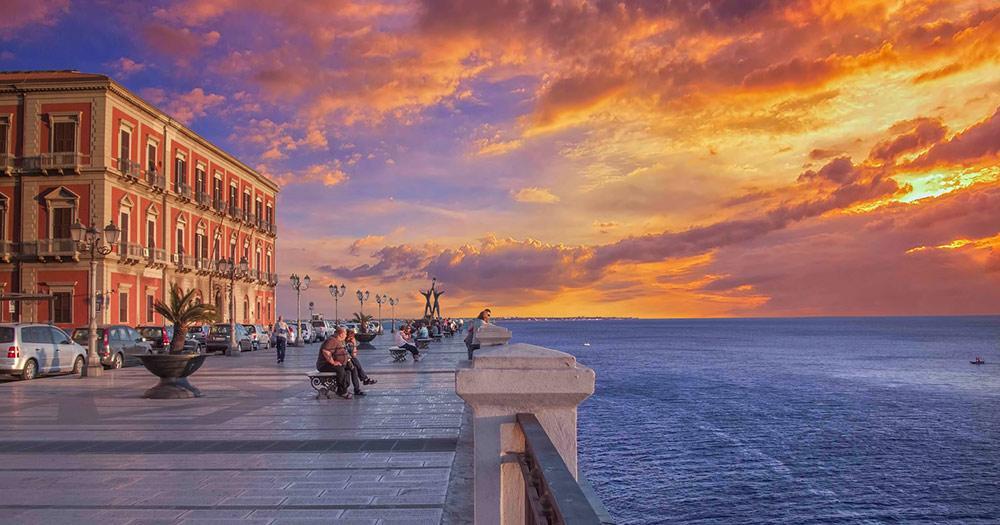 Tarent / Sonnenuntergang am Meer in Tarent